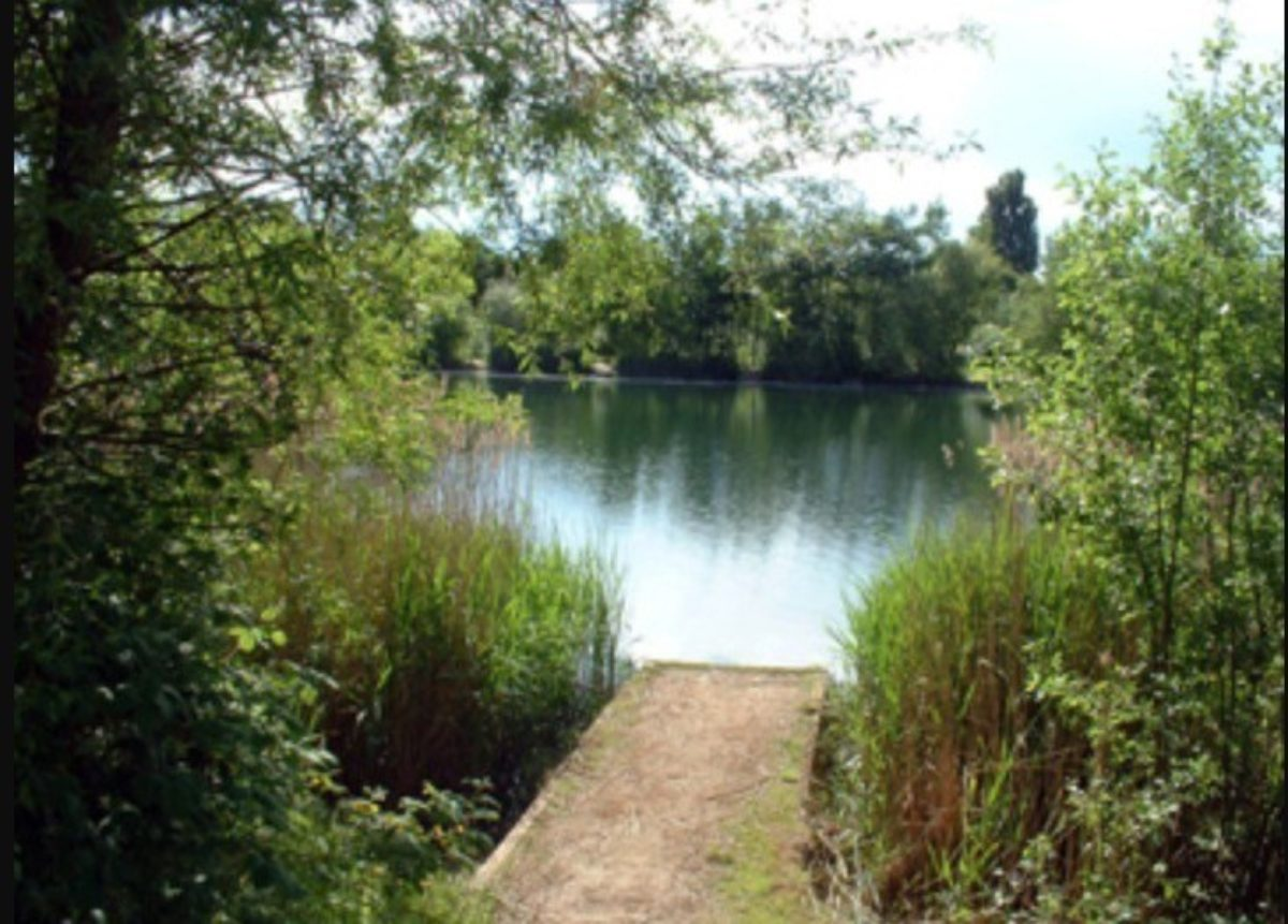 Bedfont Lakes County Park large photo 1
