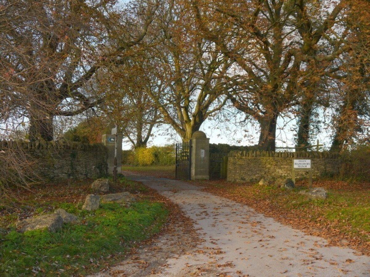 Box Woods & Hazelbury Manor large photo 1
