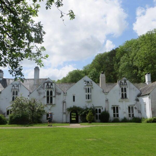 Bradley Manor photo 1