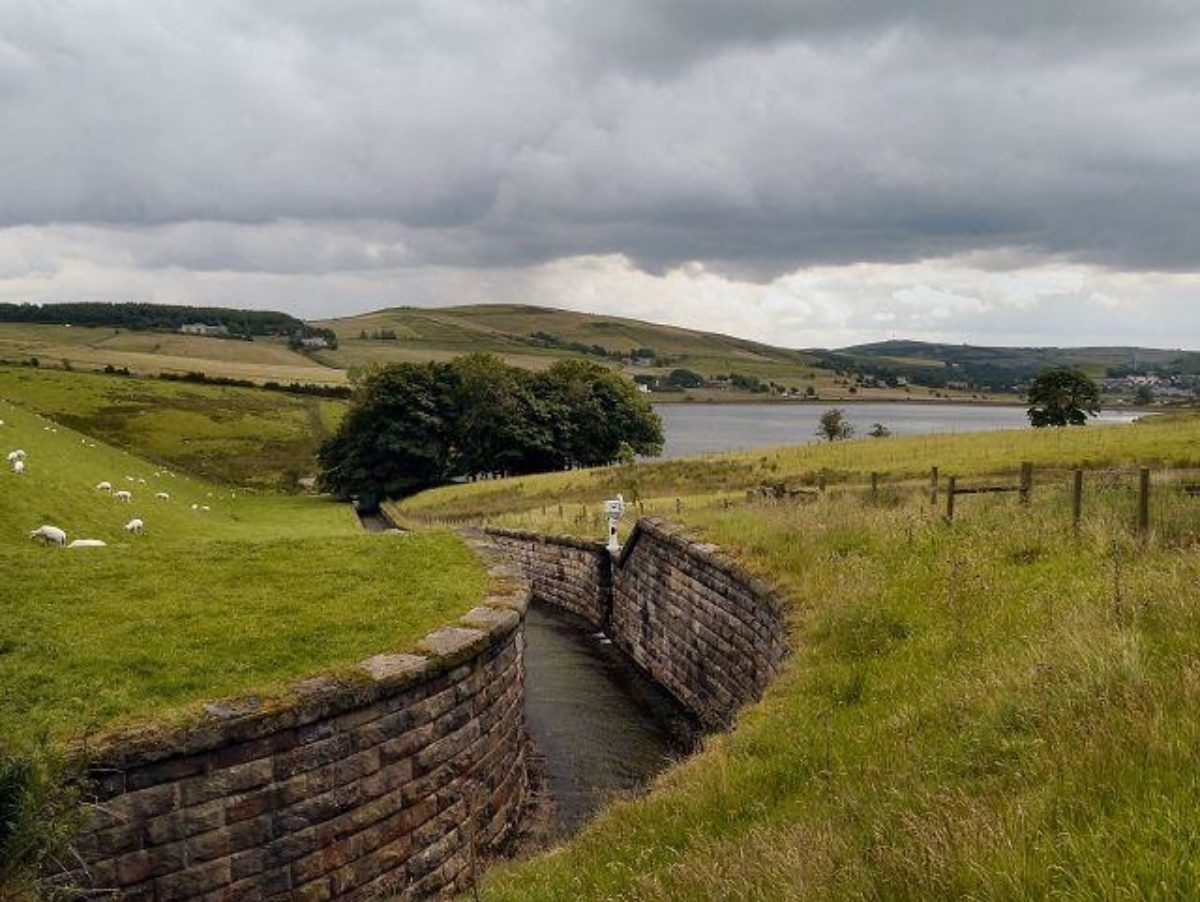 Castleshaw Reservoirs Walk, Delph, Heights Circular large photo 2