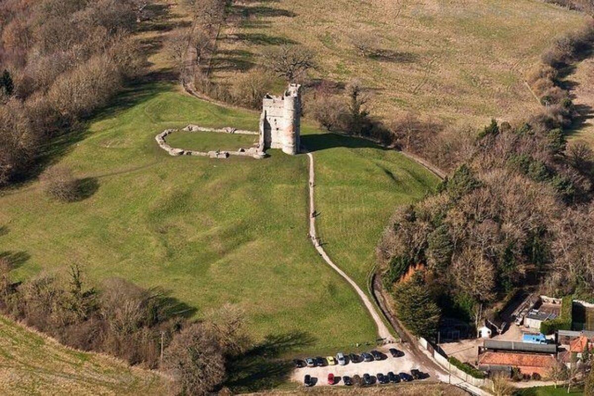 Donnington Castle large photo 2