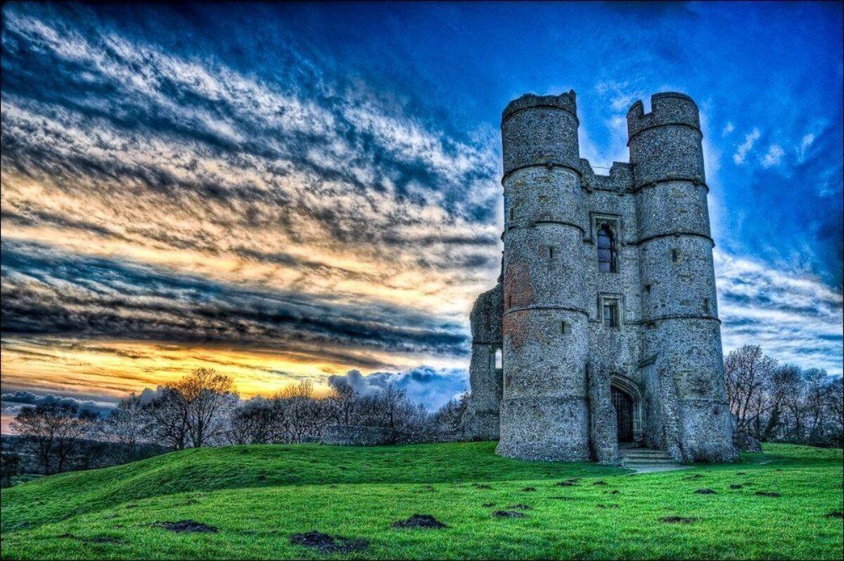 Donnington Castle large photo 3