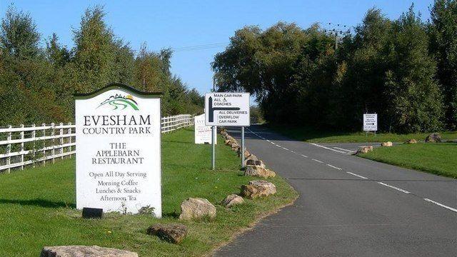 Dog walk at Evesham Country Park
