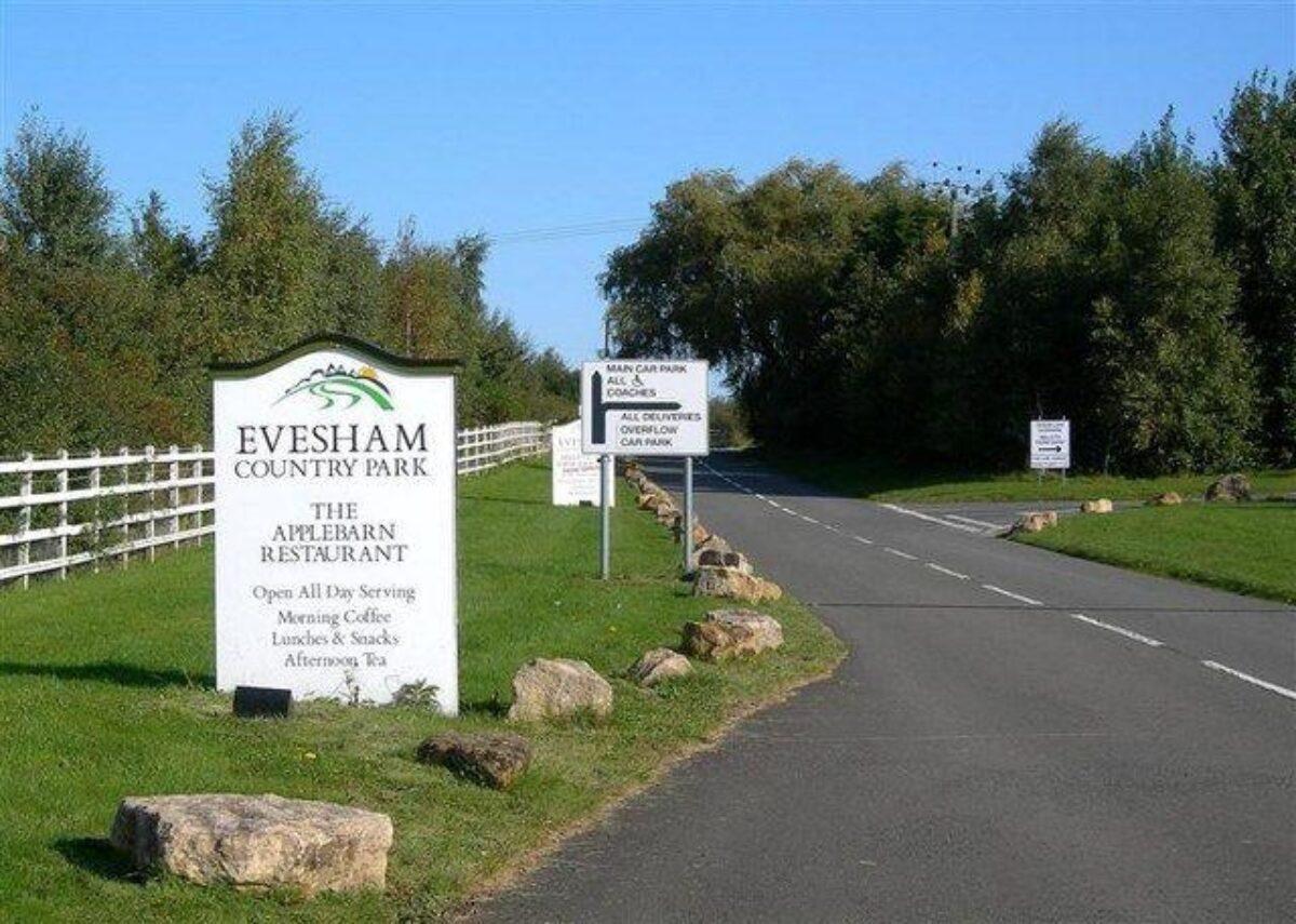 Evesham Country Park large photo 1