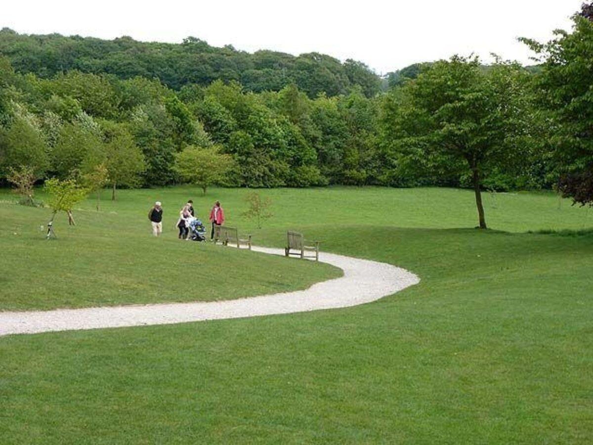 Golden Acre Park large photo 2