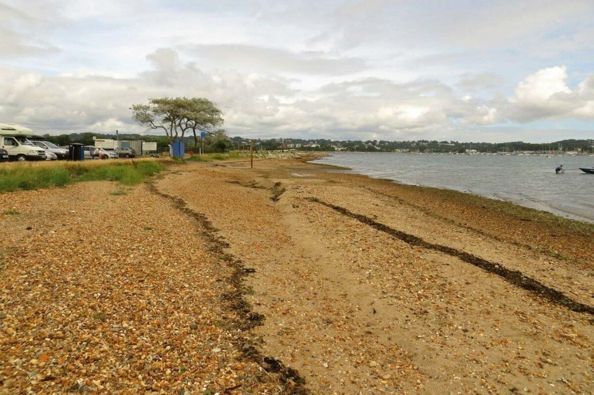 Harbourside Park (Baiter and Whitecliff) large photo 1