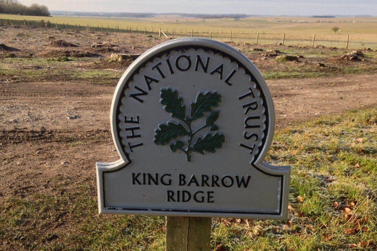 King Barrow Ridge - Stonehenge - Carcus Walk large photo 1