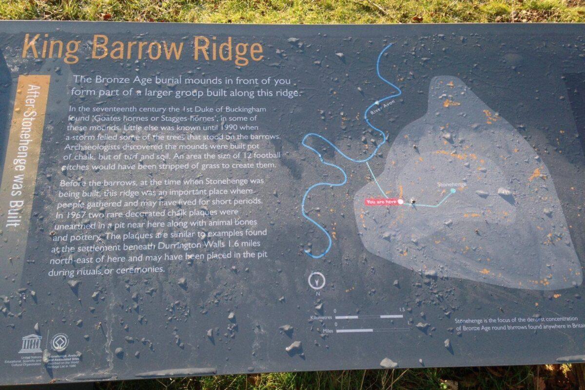 King Barrow Ridge - Stonehenge - Carcus Walk large photo 9