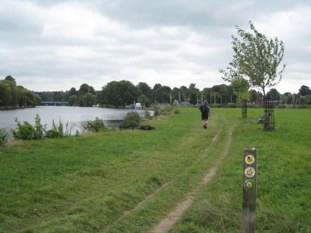 Thames Path - Cookham large photo 1