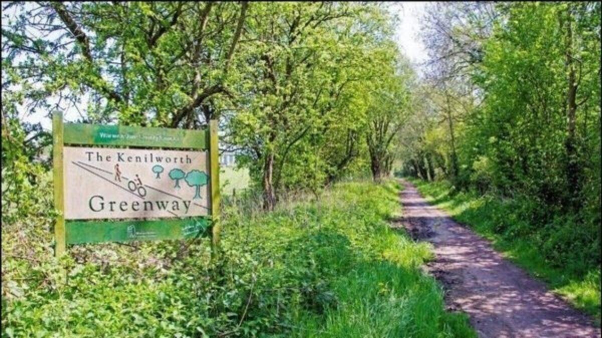 The Kenilworth Greenway large photo 2