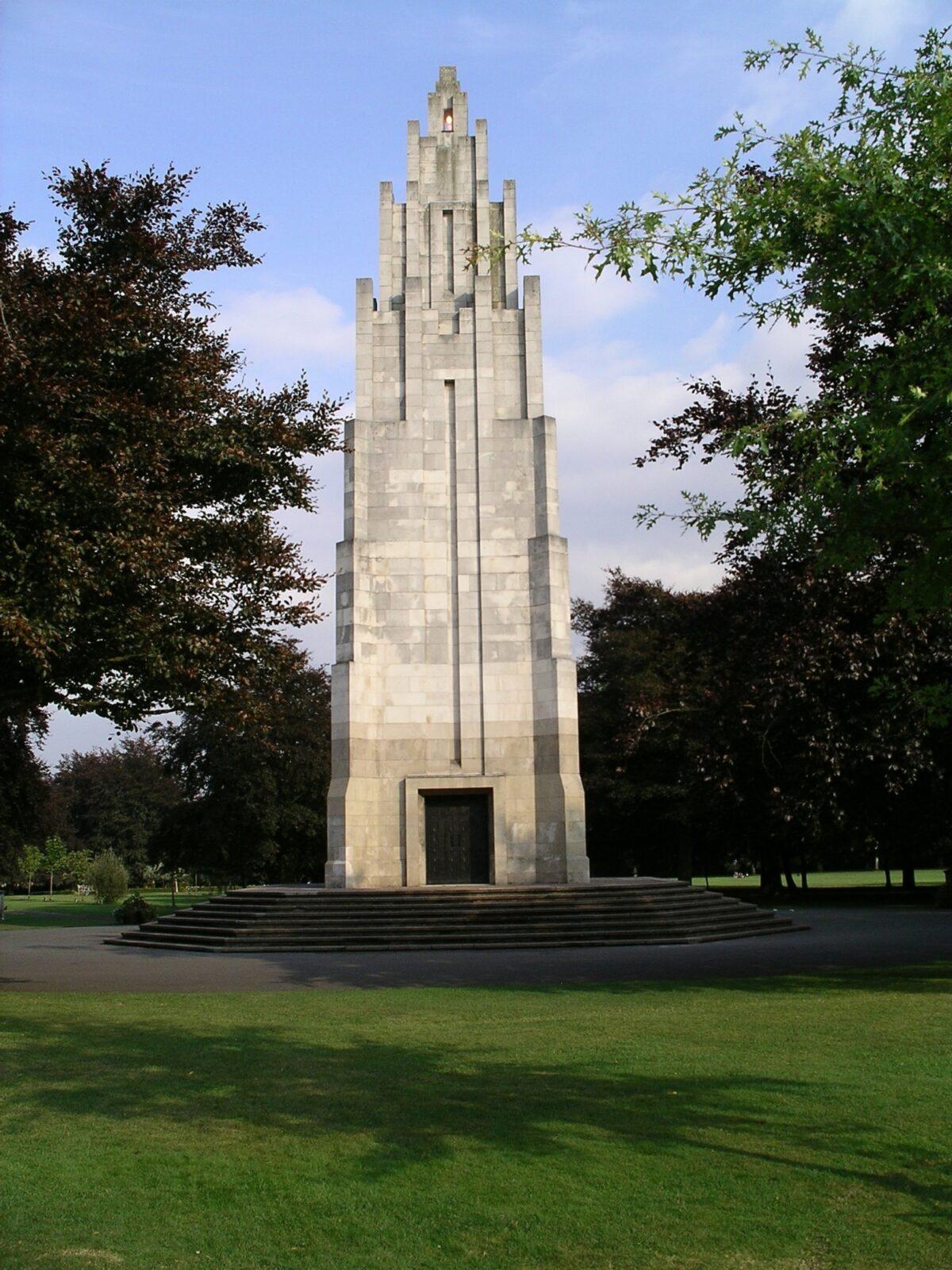 War Memorial Park large photo 1